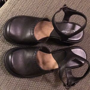 Like new Mary Jane clogs. Comfy and stylish!!!